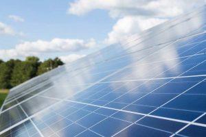 Photovoltaik Solar Panele am Hausdach zur Sonnenenergiegewinnung - vom Heizungsinstallateur Profi Zraunig & Reschreiter